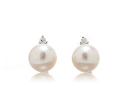 The Kichi Pearl Stud Earrings (6.5mm)