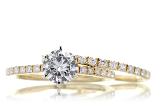 The Classic Six-peg Round Moissanite Ring (6mm FB)
