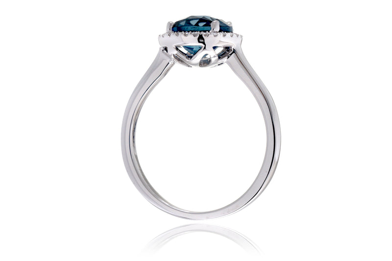 The Ophelia Round London Blue Topaz (7mm)