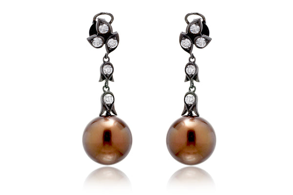 The Tita Pearl Dangle Earrings (13mm)