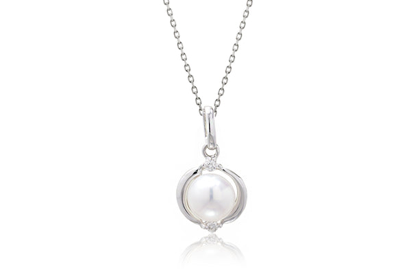 The Embraced Pearl Pendant (6.5mm)