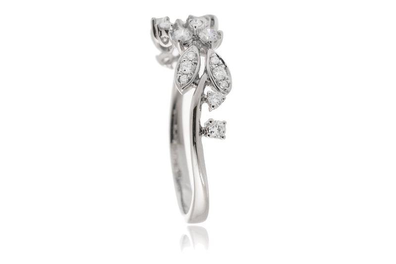 The Evy Diamond Ring