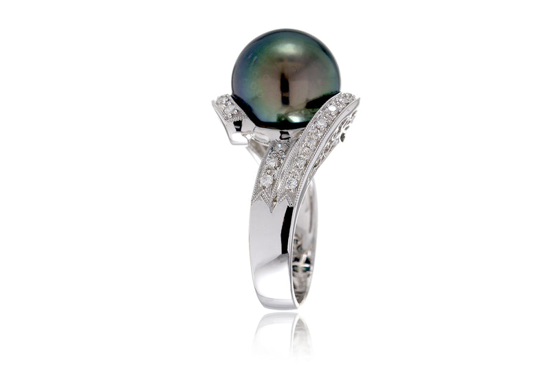 The Poema Peacock Pearl Ring (12.5mm)
