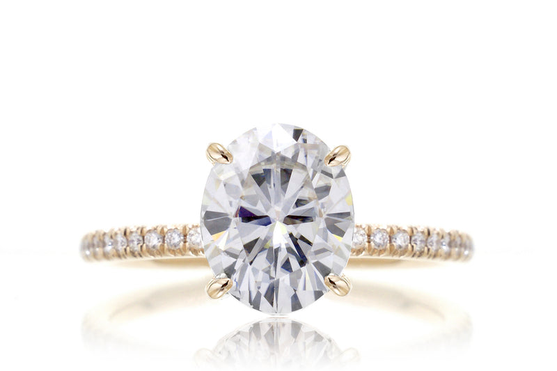 The Ava Oval Moissanite