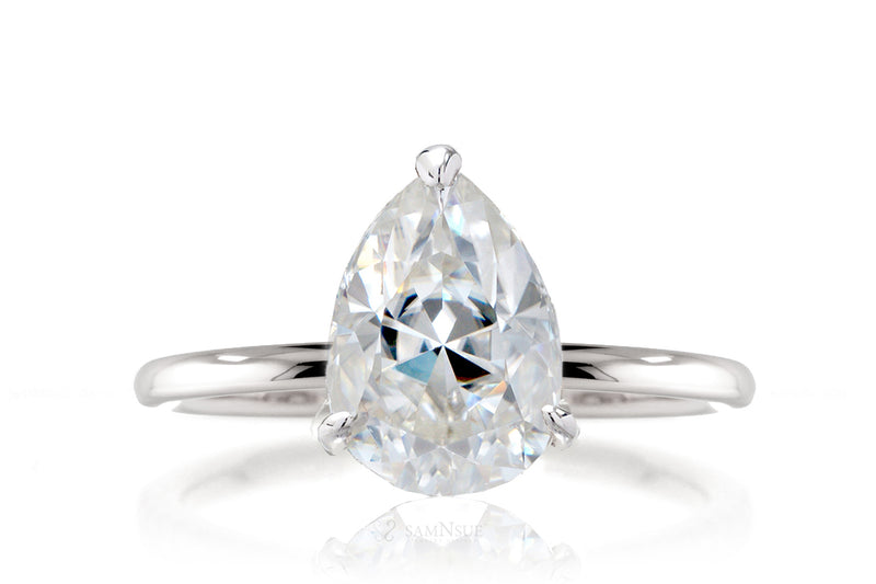 The Ava Pear Moissanite