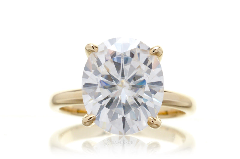 The Kim Oval Moissanite