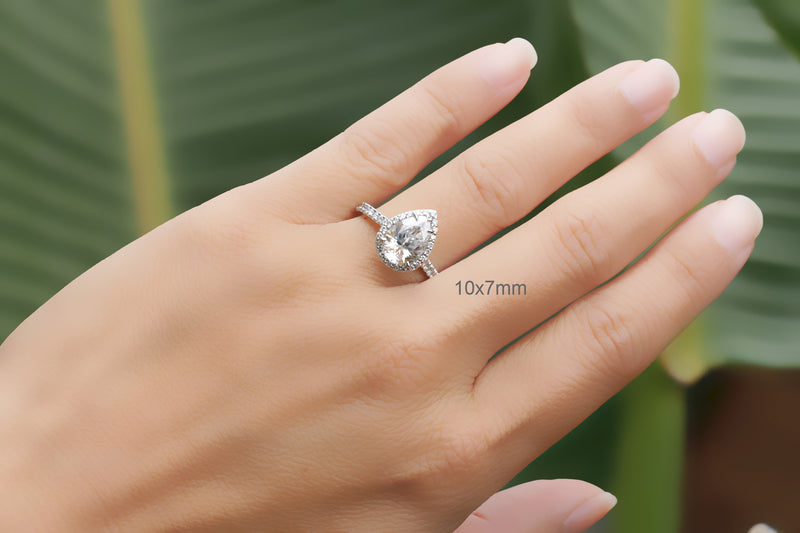 The Signature Pear Moissanite
