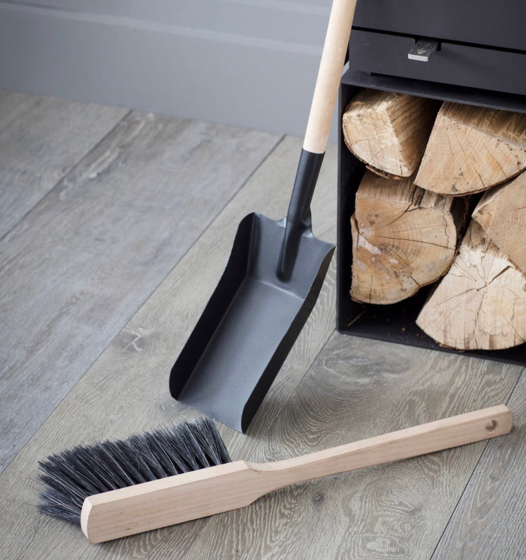 Jutland fireside dustpan & brush