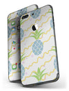 Animated_Retro_Pineapples_-_iPhone_7_Plus_-_FullBody_4PC_v4.jpg