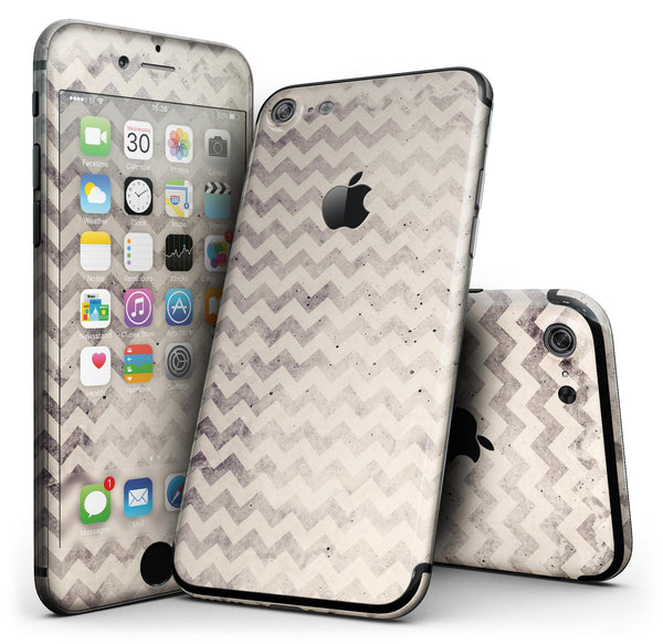 Faded_Black_and_White_Chevron_Pattern_-_iPhone_7_-_FullBody_4PC_v1.jpg