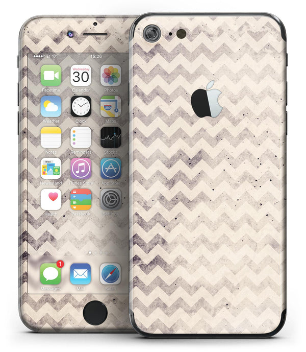 Faded_Black_and_White_Chevron_Pattern_-_iPhone_7_-_FullBody_4PC_v2.jpg