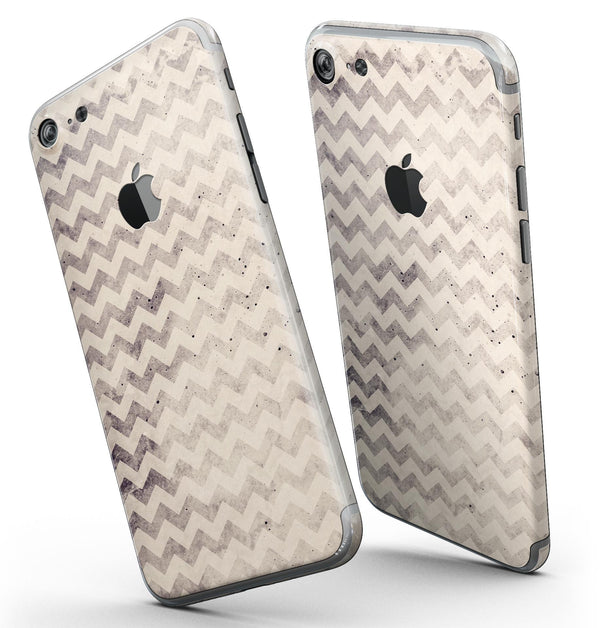 Faded_Black_and_White_Chevron_Pattern_-_iPhone_7_-_FullBody_4PC_v3.jpg