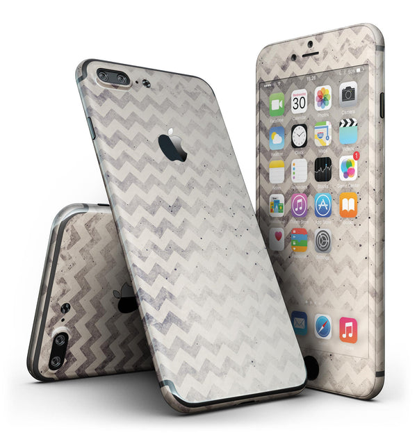 Faded_Black_and_White_Chevron_Pattern_-_iPhone_7_Plus_-_FullBody_4PC_v2.jpg