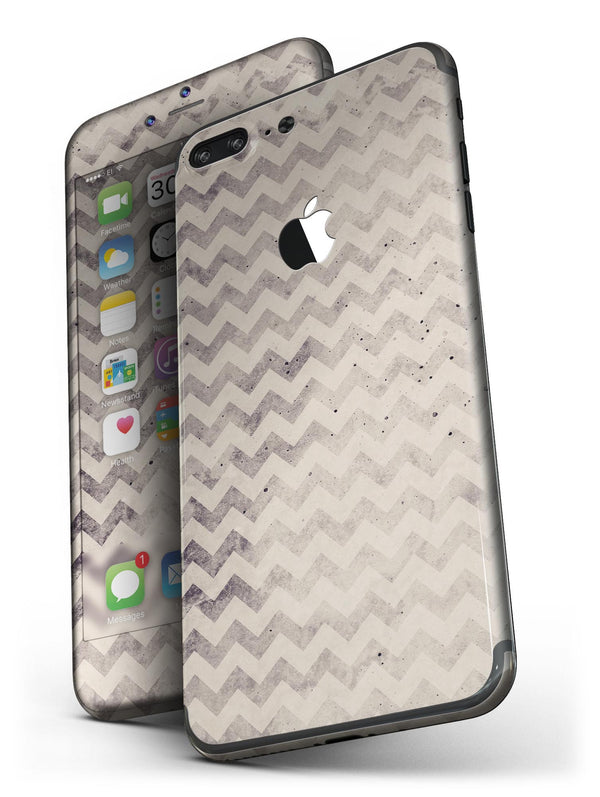 Faded_Black_and_White_Chevron_Pattern_-_iPhone_7_Plus_-_FullBody_4PC_v4.jpg