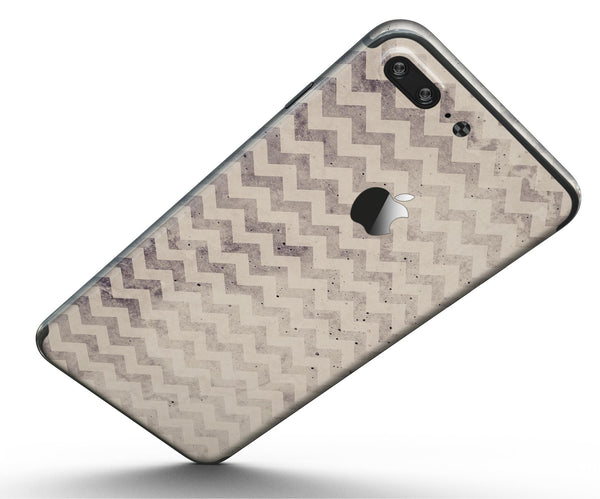 Faded_Black_and_White_Chevron_Pattern_-_iPhone_7_Plus_-_FullBody_4PC_v5.jpg