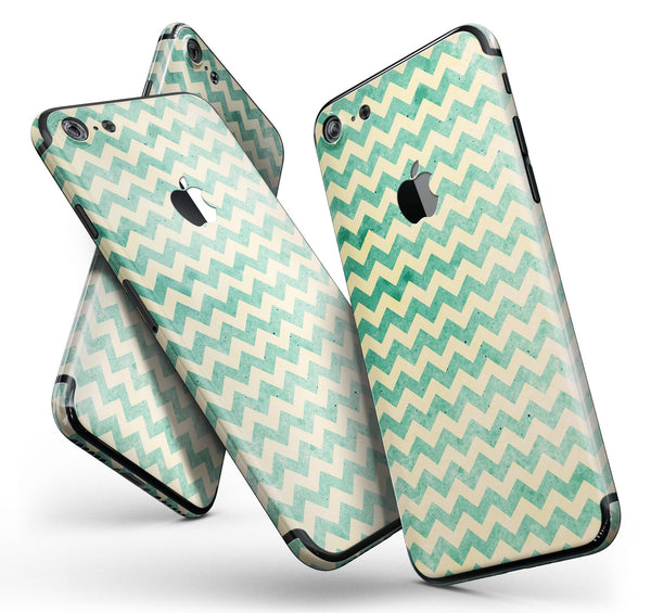 Faded_Green_Chevron_Pattern_-_iPhone_7_-_FullBody_4PC_v11.jpg