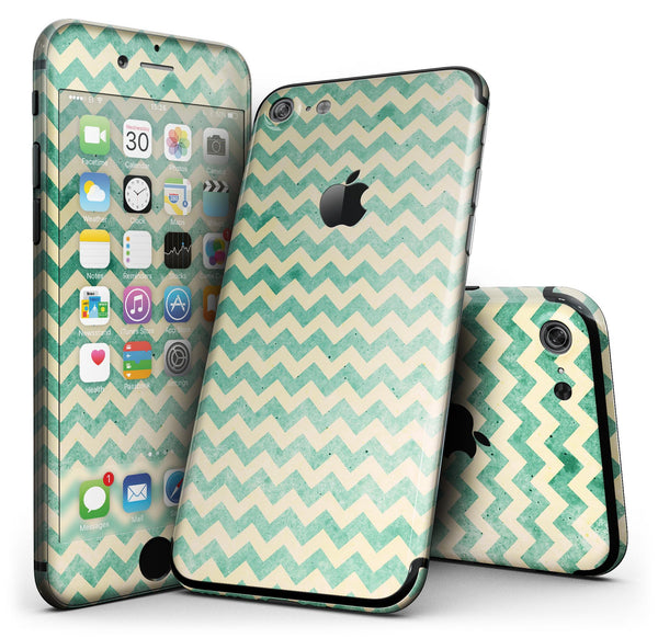 Faded_Green_Chevron_Pattern_-_iPhone_7_-_FullBody_4PC_v1.jpg