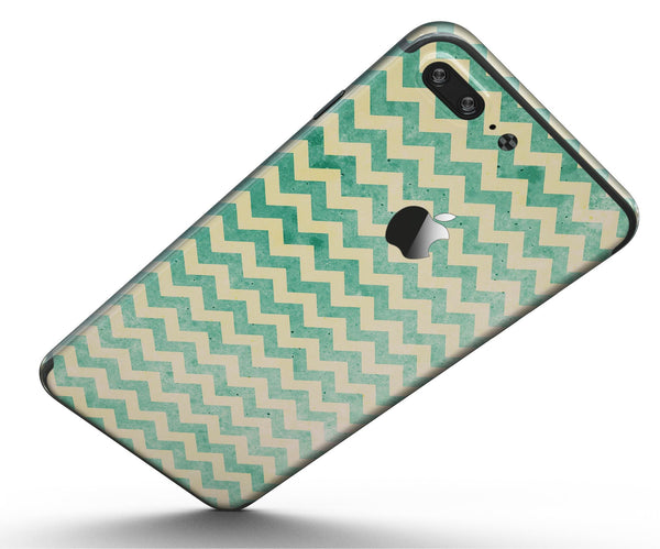 Faded_Green_Chevron_Pattern_-_iPhone_7_Plus_-_FullBody_4PC_v5.jpg