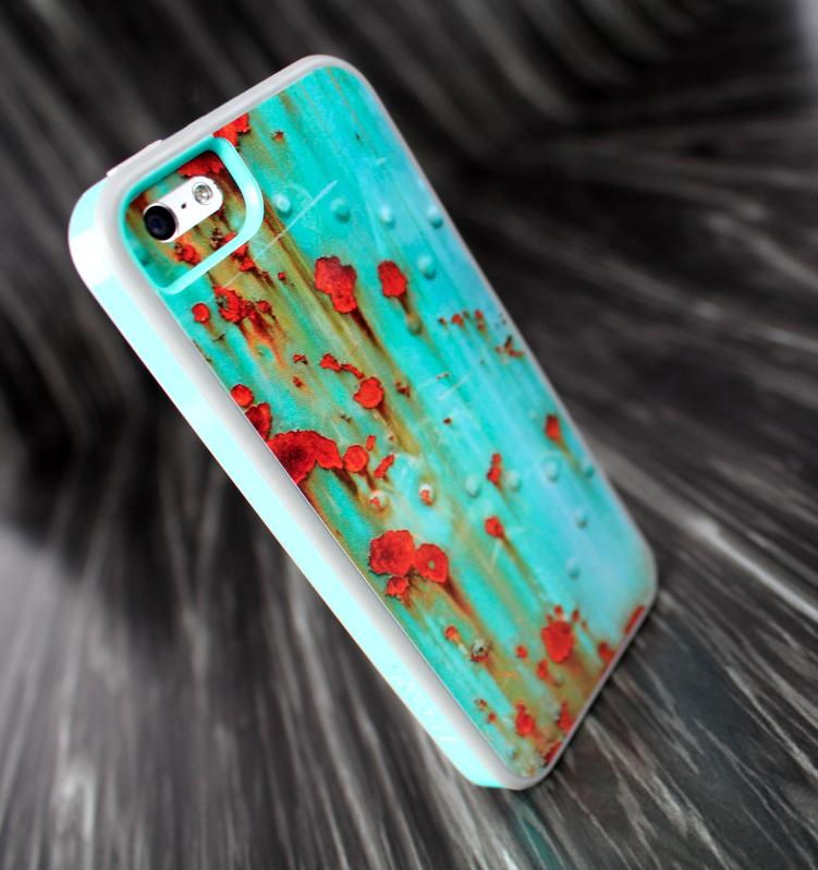 The Teal Vintage Seashell Pattern Skin Set for the iPhone 5-5s Skech Glow Case