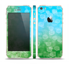 The Abstract Shaped Sparkle Unfocused Blue & Green Skin Set for the Apple iPhone 5s