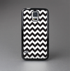 The Black & White Chevron Pattern Skin-Sert Case for the Samsung Galaxy S5