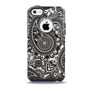 The Black & White Paisley Pattern V1 Skin for the iPhone 5c OtterBox Commuter Case