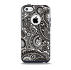The Black & White Pasiley Pattern Skin for the iPhone 5c OtterBox Commuter Case