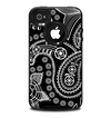 The Black and White Paisley Pattern v14 Skin for the iPhone 4-4s OtterBox Commuter Case
