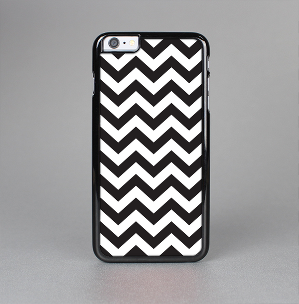The Black and White Zigzag Chevron Pattern Skin-Sert Case for the Apple iPhone 6 Plus