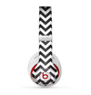 The Black and White Zigzag Chevron Pattern Skin for the Beats by Dre Studio (2013+ Version) Headphones