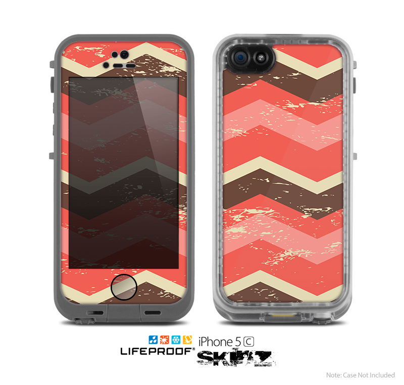 The Coral & Brown Wide Chevron Pattern Vintage V1 Skin for the Apple iPhone 5c LifeProof Case