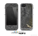 The Cracked Wood Stump Skin for the Apple iPhone 5c LifeProof Case