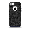 The Dark Gray & Black Paisley Skin for the iPhone 5c OtterBox Commuter Case