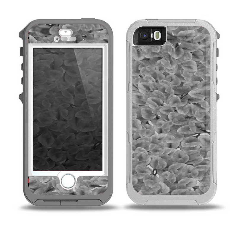 The Grayscale Flower Petals Skin for the iPhone 5-5s OtterBox Preserver WaterProof Case