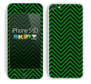The Green & Black Sharp Chevron Pattern Skin for the Apple iPhone 5c