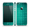 The Green Wavy Abstract Pattern Skin Set for the Apple iPhone 5