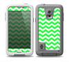 The Green & White Chevron Pattern Skin for the Samsung Galaxy S5 frē LifeProof Case