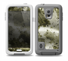 The Grungy Vivid Camouflage Skin for the Samsung Galaxy S5 frē LifeProof Case