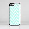 The Light Teal & White Sharp Chevron Skin-Sert for the Apple iPhone 5c Skin-Sert Case
