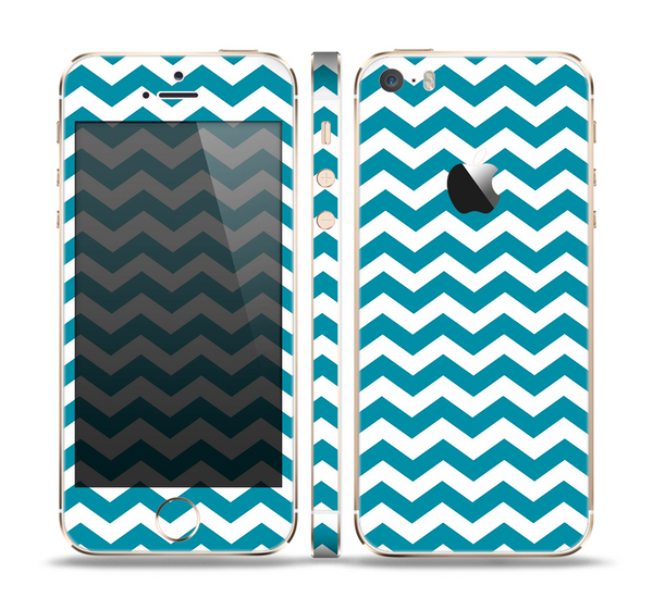 The Subtle Blue & White Chevron Pattern V2 Skin Set for the Apple iPhone 5s