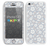 The Subtle White and Blue Floral Laced V32 Skin for the Apple iPhone 5c