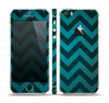 The Teal Grunge Chevron Pattern Skin Set for the Apple iPhone 5s