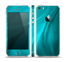 The Turquoise Blue Highlighted Fabric Skin Set for the Apple iPhone 5s