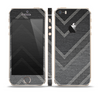 The Two-Toned Dark Black Wide Chevron Pattern V3 Skin Set for the Apple iPhone 5s