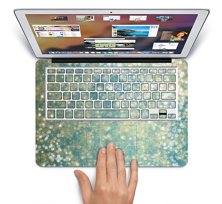 "The Unfocused Green & White Drop Surface Skin Set for the Apple MacBook Pro 15"" with Retina Display"
