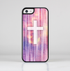 The Vector White Cross v2 over Vibrant Fading Purple Fabric Streaks Skin-Sert for the Apple iPhone 5c Skin-Sert Case