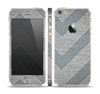The Vintage Gray Textured Chevron Pattern Wide V3 Skin Set for the Apple iPhone 5s