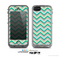 The Vintage Subtle Greens Chevron Pattern Skin for the Apple iPhone 5c LifeProof Case