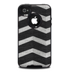 The Wide Black and Light Gray Chevron Pattern V3 Skin for the iPhone 4-4s OtterBox Commuter Case