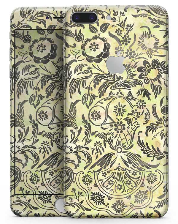 Woodland Green Damask Watercolor Pattern - Skin-kit for the iPhone 8 or 8 Plus